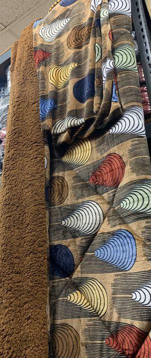 BORREGO COBIJA CON FUNDAS/SHERPA BLANKET for Sale in Los Angeles, CA