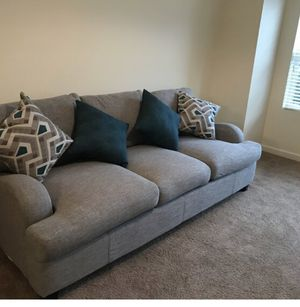 3 seater couch new in a box B/O with 4 throw pillows for Sale in Buffalo, NY