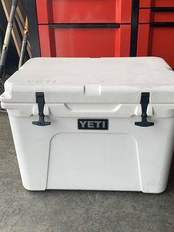 YETI Cooler for Sale in Sammamish,  WA