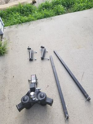 Adjustable hitch with sway bars and hook up for the camper for Sale in Des Moines, IA