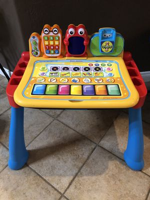 VTech Touch and Learn Activity Desk Deluxe with Easel and Chalkboard for Sale in Bakersfield, CA