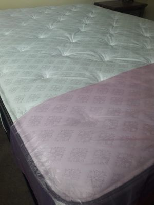 NEW QUEEN MATTRESS 13 INCHES HIGH AND BOX SPRING INCLUDED, FREE DELIVERY WPB AREA for Sale in Lake Park, FL