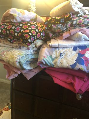 19 pcs 👧🏼Girls 🦋🌸bedding🧚♂️🛌🧚♀️🌼🦋 for Sale in Hacienda Heights, CA