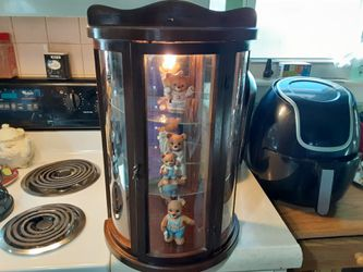 REALLY NEAT LOOKING VINTAGE Glass Case with 3 Figurines Shelves and LIGHT for Sale in Arnold,  MO