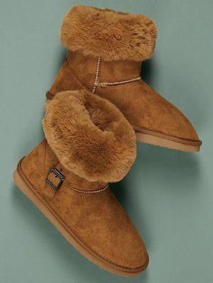 women faux fur boots for Sale in Philadelphia, PA