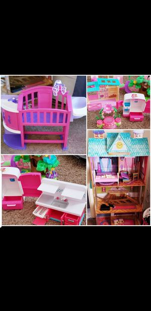 Baby doll bed Disney Frozen Castle Playhouse with furniture shopkins littlest pet shop hatchimals playsets for Sale in Pittsburg, CA