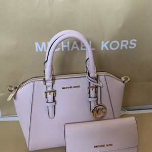 Brand new!!! 💯Real !!! Michael kors Ciara medium messenger purse comes with the shoulder strap and matching wallet***FIRM PRICE*** for Sale in Chino Hills, CA