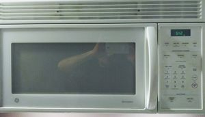 GE microwave works perfect for Sale in Phoenix, AZ