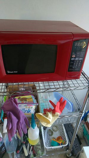 Red magic chef microwave for sale for Sale in Detroit, MI