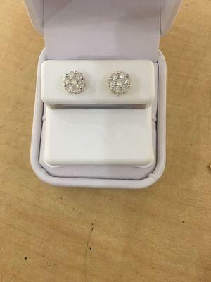 10k Gold with 0.75 carat real diamond earrings. for Sale in Clovis, CA