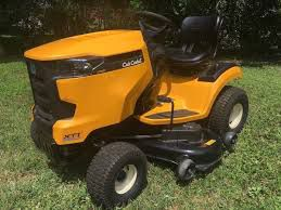 LIKE NEW, CUB CADET XT1 LT50 HYDRO.AUTOMATIC LAWN TRACTOR for Sale in Bally, PA