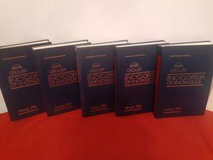 Grolier Encyclopedia of knowledge (like new) for Sale in Miami, FL