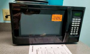 Hamilton Beach 0.9 Cu Ft Black Microwave w/ Turntable for Sale in Winter Park, FL
