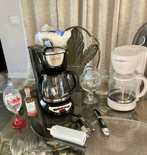 🌺 2 GREAT WORKING COFFEE MAKERS & MISC ITEMS $5 FOR EVERYTHING 🌺 for Sale in Lynwood, CA