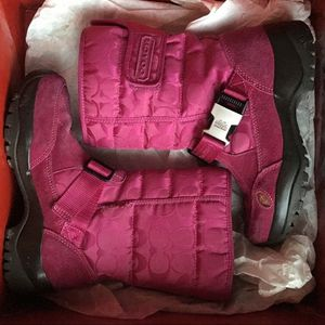 New Coach fuschia pink snow boots for Sale in Tampa, FL