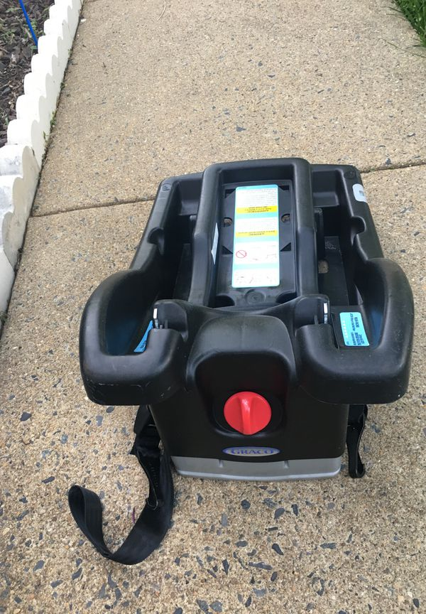 Graco car seat with base and stroller connecter