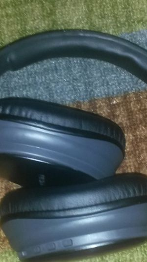 Bauhn Bluetooth wireless headphone with 5 button control wireless for Sale in Barnhart, MO