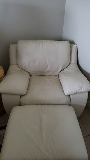 Overstuffed leather chair set for Sale in Wilsonville, OR