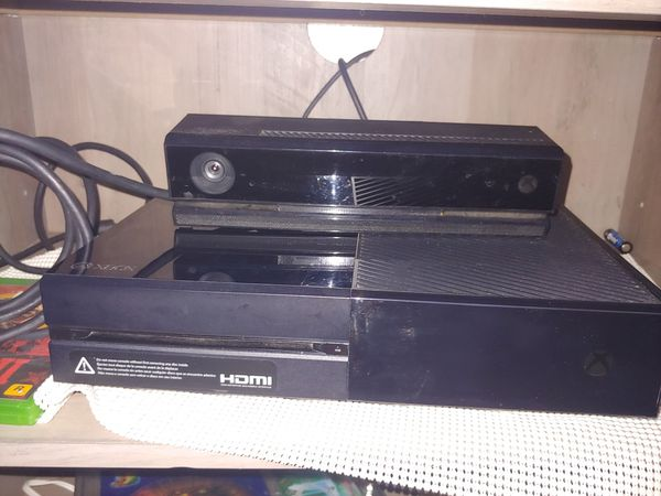 Xbox One 500 gb with Kinnect Camera and controller
