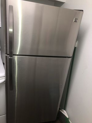 Kenmore 20 cu ft 30' wide Top Freezer Refrigerator for Sale in Los Angeles, CA