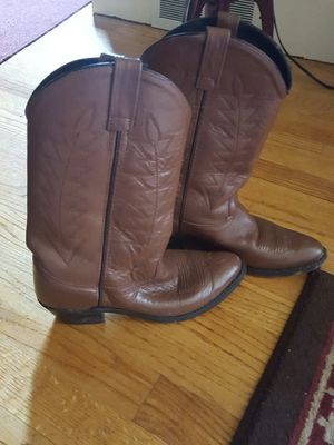 Miz Mooz, Gianni Bini, Justin and More ALL SIZE 7 for Sale in Winston-Salem, NC