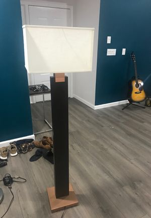 Floor lamp for Sale in Fort Lauderdale, FL