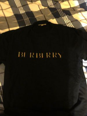 Burberry Large T-shirt for Sale in Lorton, VA