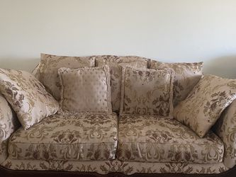 Sofa And Loveseat (comes with 11 pillows) In Great Condition for Sale in Tampa,  FL
