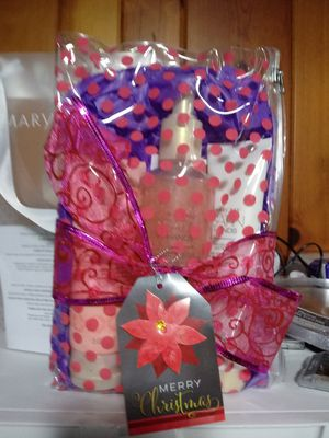 Mary Kay Satin Hands Pomegranate Pampering Set for Sale in Westland, MI