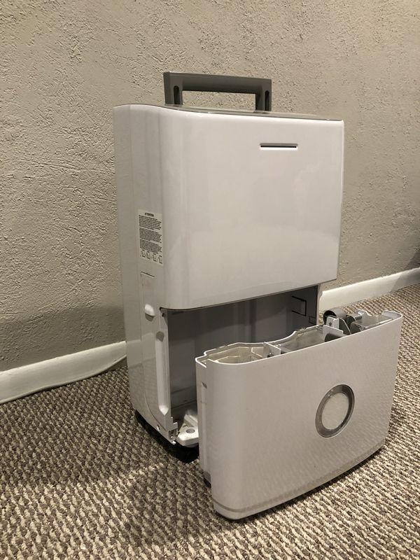 Dehumidifier - excellent condition