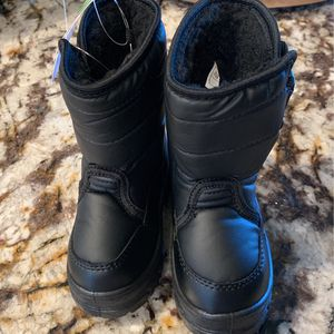 Brand New Toddler Size 5 Snow Boots! for Sale in Escondido, CA