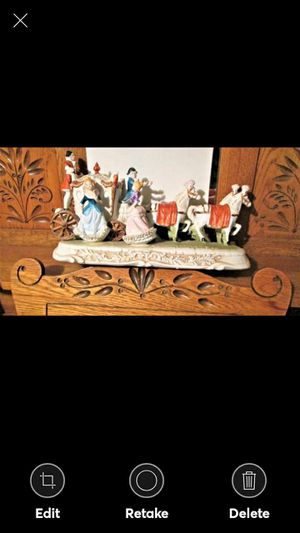 """VINTAGE PORCELAIN/Bisque Colonial Stagecoach and Passengers Figurine 15"""" LONG for Sale in Lynchburg, VA"""