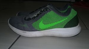 Nike shoe size 9 and 1/2 for Sale in Hamtramck, MI