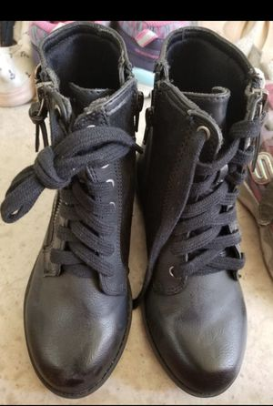 Girls boots Size 1 (New) for Sale in Chandler, AZ