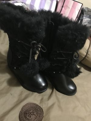 Cute little girl boots for Sale in Detroit, MI