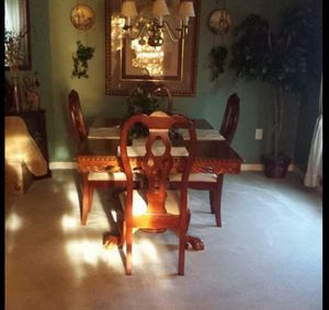 Dining table for Sale in Lexington, KY