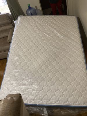 Sleepy's Rest queen mattress + bed frame for Sale in Eau Claire, WI
