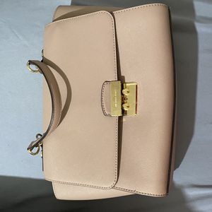 Michael Kors Medium Handbags for Sale in Turlock, CA