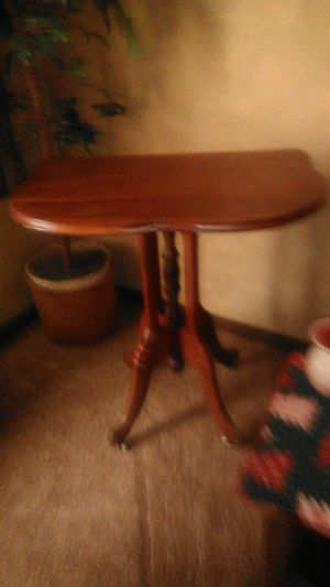 Antique table, needs little TLC. Give offrr for Sale in Columbus, OH