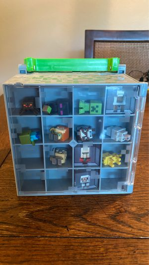 Minecraft collectors cube with 9 figures for Sale in Phoenix, AZ