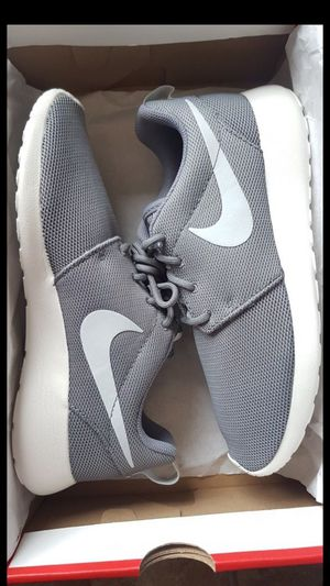 New Women's Nike Roshe (Size 6 & 6.5) - $45 EACH for Sale in Vancouver, WA