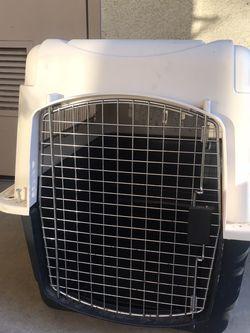 Petmate Vari-Kennel Ultra for Sale in Oak Park,  CA