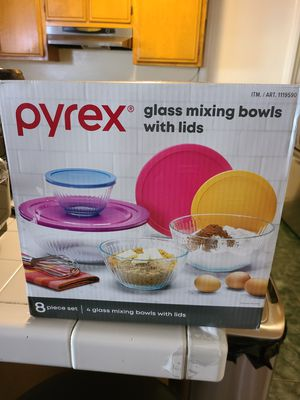 pyrex glass mixing bowls with lids for Sale in Rialto, CA