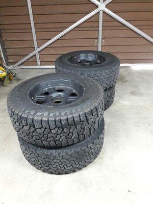 "Tire 33""and rim 18x9 $400 for Sale in San Bernardino, CA"