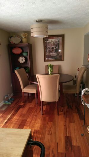Round Dinning Room Table, like new for Sale in Crofton, MD