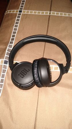 Jbl deep bass wireless headphones for Sale in North Haven,  CT