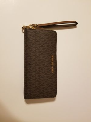 Beautiful New With Tags Large Michael Kors Wristlet/Wallet! for Sale in Garland, TX