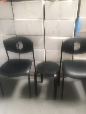 Office accent chairs and table for Sale in Garden Grove, CA