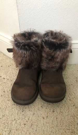 UGG girls boots. Like new size 4 for Sale in Apollo Beach, FL