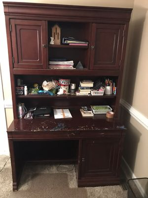 Desk and chair for Sale in Clemmons, NC